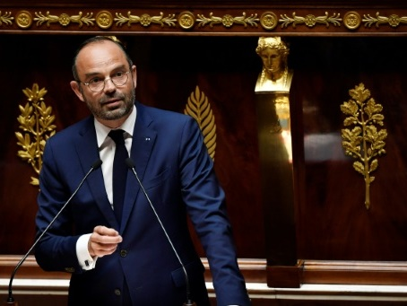 Retraites: Philippe engage sa responsabilité par le 49-3 pour abréger les débats