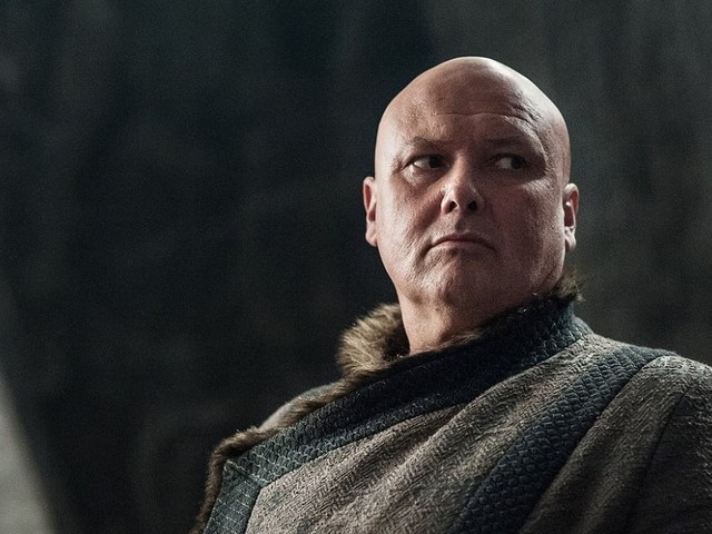 Game of Thrones : Conleth Hill se défend face aux accusations d'Emilia Clarke vis à vis du gobelet Starbucks
