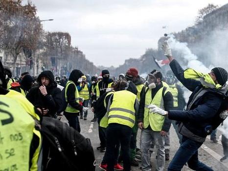 Paris: des journalistes blessés par les forces de l'ordre