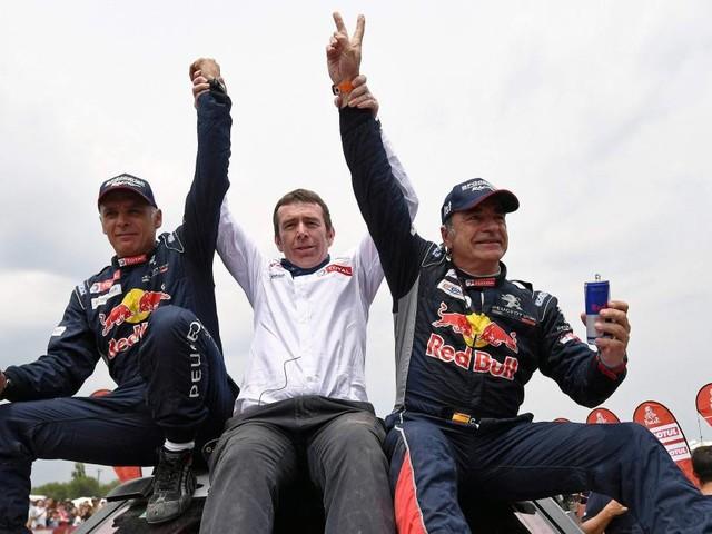 Carlos Sainz (Peugeot) remporte le Dakar 2018 dans la catégorie autos