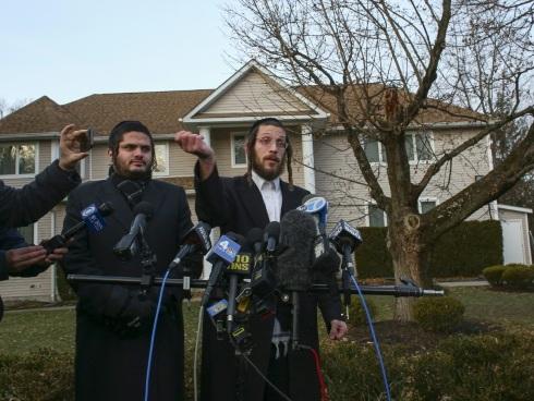"""""""Je lui ai jeté une table"""": un témoin raconte l'attaque antisémite près de New York"""