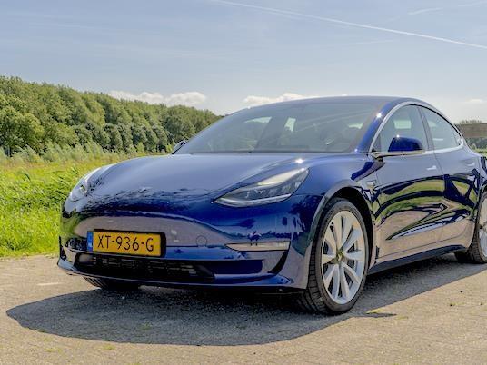 Tesla Model 3 : numéro 1 des ventes aux Pays-Bas, devant la Renault Clio