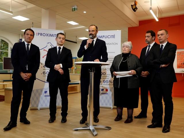Services publics : 460 «maisons France Service» ouvriront en janvier, annonce Édouard Philippe