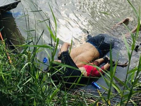 Un père et sa fillette se noient en tentant de passer la frontière mexicaine : l'histoire derrière la photo choc