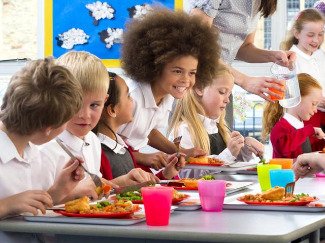 La cantine scolaire du XXIe siècle, c'est du végétarien oui, mais pas que