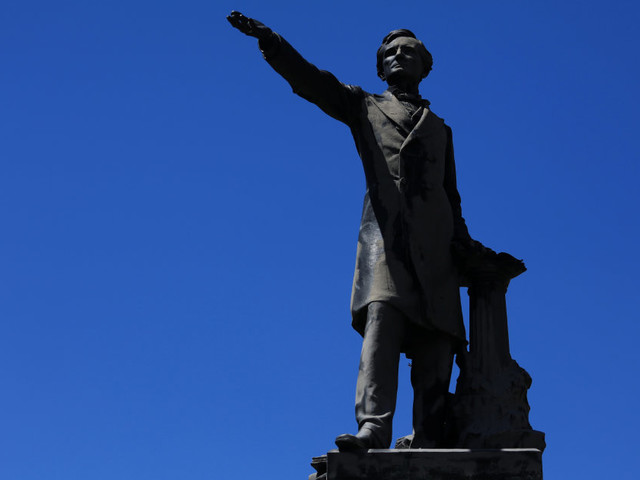 Charlottesville: de nombreuses statues confédérées détruites à travers les États-Unis