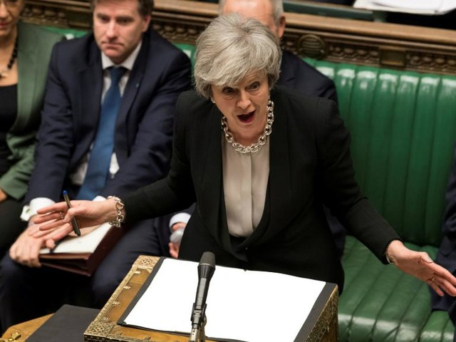 Brexit: Theresa May demande encore du temps aux députés britanniques
