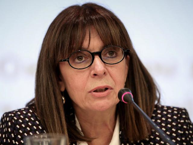 En Grèce, Ekaterini Sakellaropoulou devient la première présidente de la République