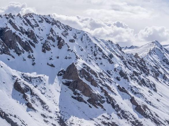 Deux Français bloqués par la neige dans les montagnes secourus par l'armée indienne - photos