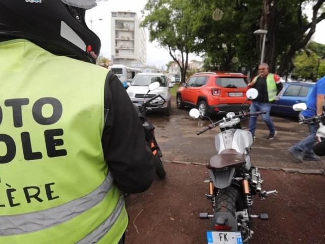 Les gérants de moto-école veulent plus de places à l'examen du permis