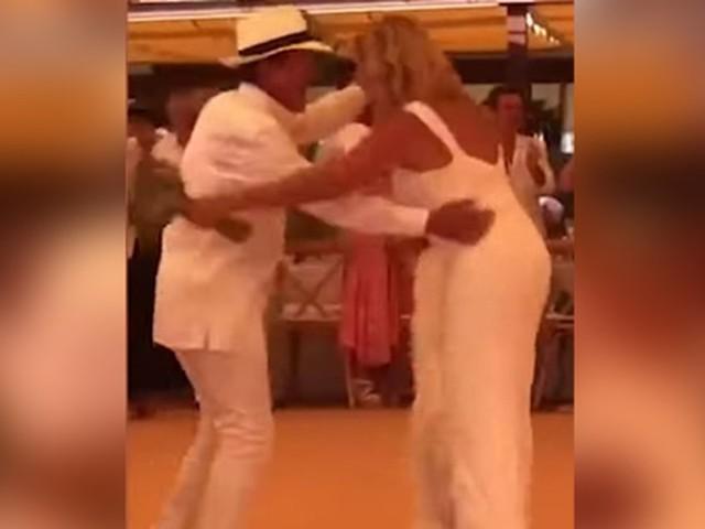 La vidéo de Manuel Valls qui se lâche sur les Gipsy Kings lors de son mariage