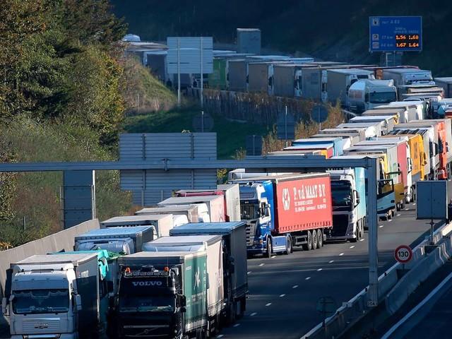 La CGT et FO lèvent leur appel à la grève des routiers