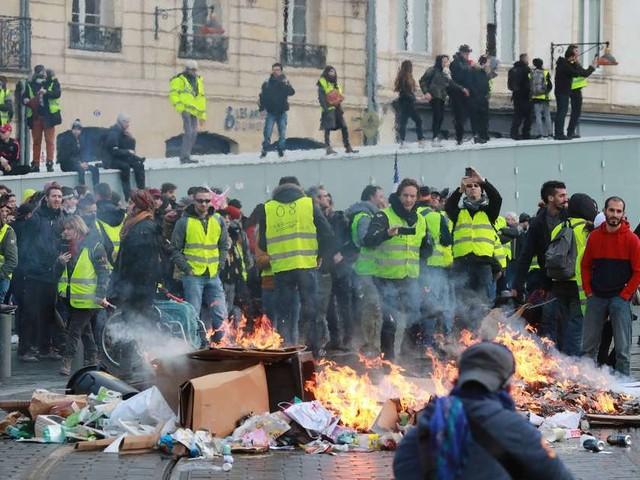 """Gilets jaunes à Bordeaux : """"tous les samedis notre ville brûle, c'est intolérable"""""""