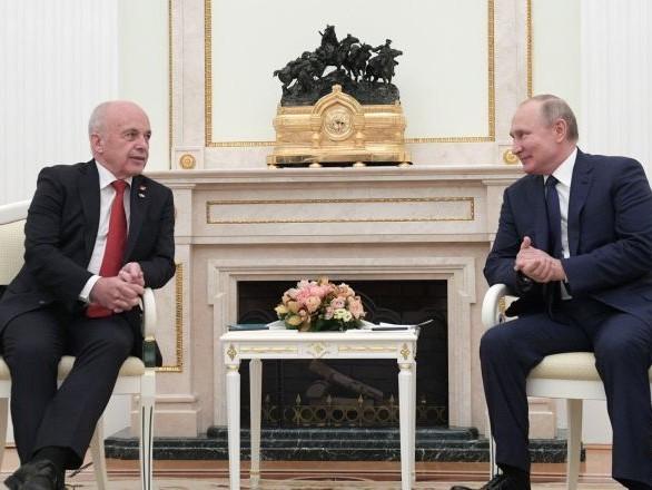 Poutine reçoit son homologue suisse et salue l'augmentation des échanges commerciaux bilatéraux