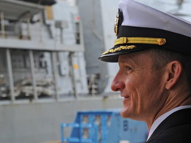Le commandant du USS Roosevelt, viré pour avoir alerté sur le Covid-19, acclamé par son équipage