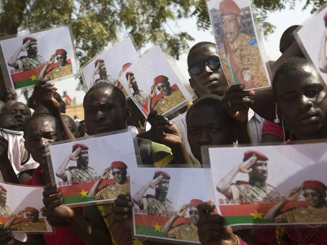 "Thomas Sankara, le ""Che Guevara africain"" auquel Emmanuel Macron a rendu hommage au Burkina"