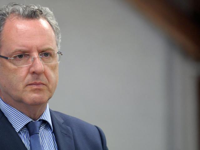 Richard Ferrand exfiltré du gouvernement pour briguer la tête du groupe LREM à l'Assemblée nationale