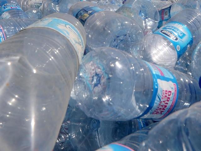 100% de plastique recyclé : d'où la France part-elle et pourquoi aura-t-elle du mal à tenir cet objectif ?