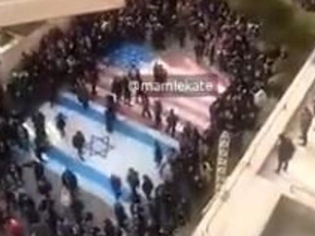 En Iran, une image symbolique lors d'une manifestation contre le régime