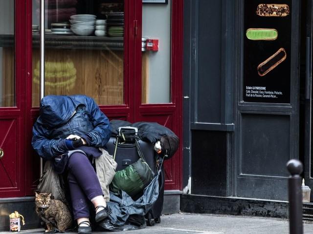 L'état d'urgence sanitaire accusé d'attenter à la dignité de certains Français