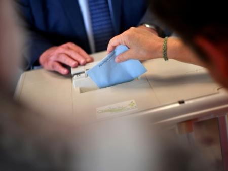 Législatives: vers une majorité écrasante pour Macron, Girardin réélue