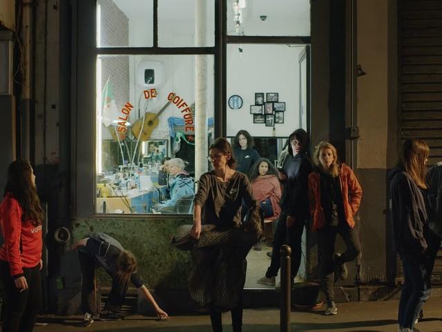 """""""Les Intruses"""": À Paris, cette artiste franco-marocaine veut remettre les femmes dans la place publique"""