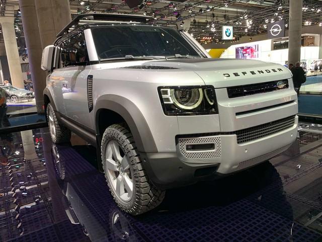 """Land Rover prépare """"deux versions"""" bien différentes du Defender"""