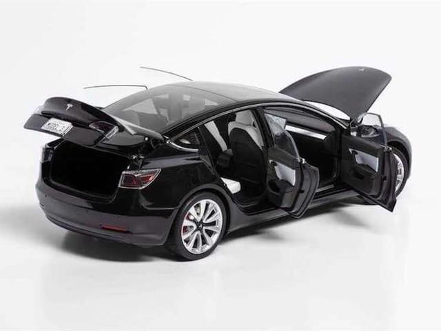 Offrez-vous une Tesla Model 3 pour 250 dollars … en miniature 1/18