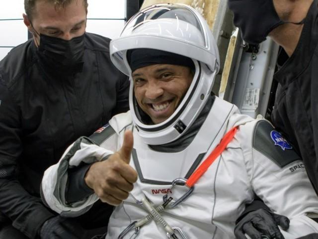 """""""Je me sentais très lourd"""" : quatre astronautes racontent leur retour sur Terre avec SpaceX"""