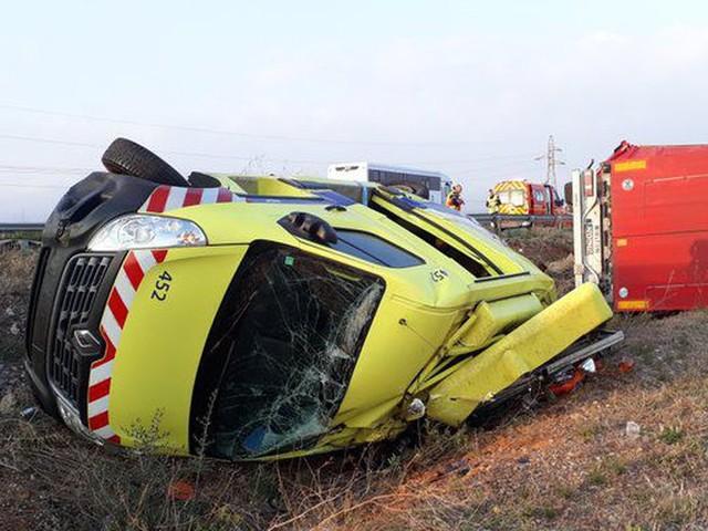 P.-O. : les images du violent choc sur l'A9 entre un camion et un patrouilleur