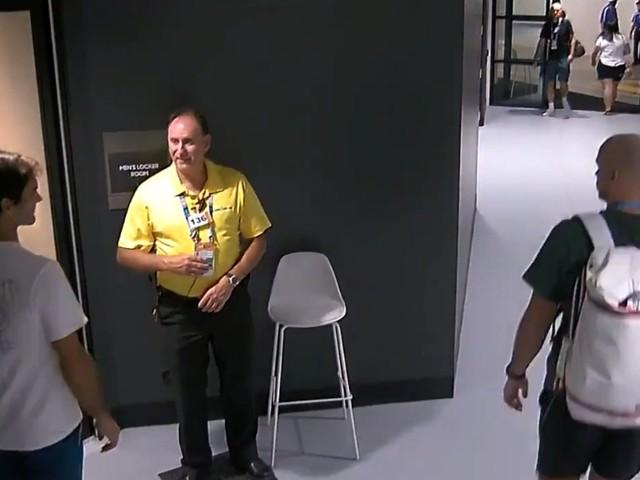 Federer recalé à l'entrée des vestiaires ! (vidéo)