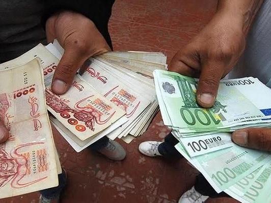 L'euro s'apprécie face au dollar dans un marché attentiste
