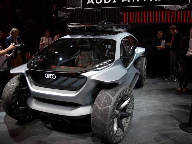 Le concept Audi AI:TRAIL quattro vole la vedette à Francfort