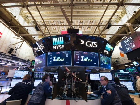 Wall Street ouvre en baisse, des craintes sur un report de la réforme fiscale