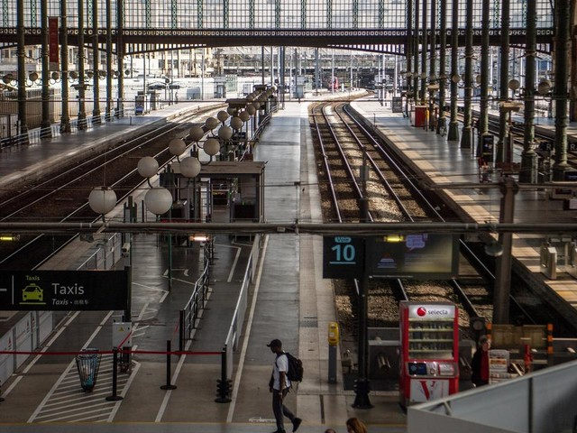 EN DIRECT - Réforme des retraites : 77,3% des conducteurs de la SNCF en grève à la mi-journée