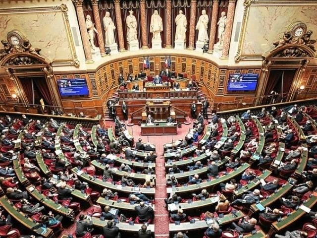 Pass sanitaire: le Sénat l'exclut pour les mineurs et pour les terrasses