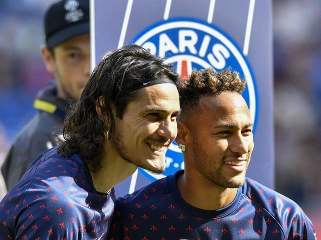 PSG : Neymar donne son penalty à Edinson Cavani, la Toile l'applaudit