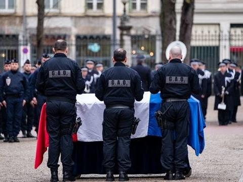 Policier tué près de Lyon : Un jeune de 15 ans mis en examen pour «vol suivi de violences ayant entraîné la mort»