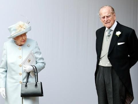 """Le prince Philip, 97 ans, sort indemne mais """"choqué"""" d'un accident de la circulation"""