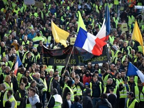 """Les """"gilets jaunes"""" de retour dans la rue pour les trois mois du mouvement"""