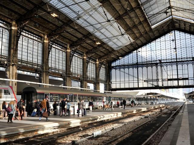 """""""Spéculation immobilière"""", """"Greenwashing"""" : le projet de rénovation de la gare d'Austerlitz divise"""
