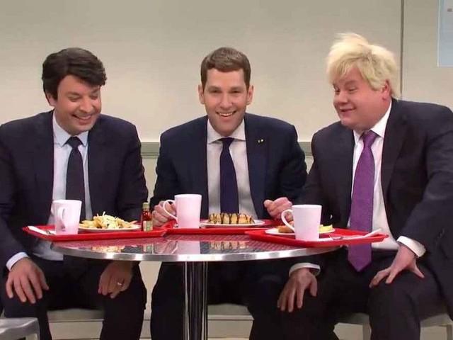 Saturday Night Live imagine Emmanuel Macron en caïd de cafétéria : la vidéo hilarante !