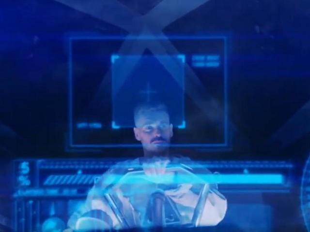 """M. Pokora se la joue futuriste dans le clip des """"Planètes"""", son premier morceau inédit en 4 ans"""