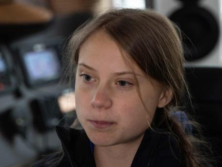 """Trump conseille à Greta Thunberg de se """"détendre"""" et d'aller au cinéma"""