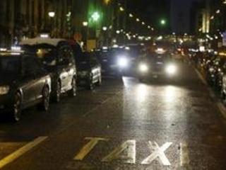 Près de 200 taxis toujours rassemblés à Bruxelles pour protester contre Uber