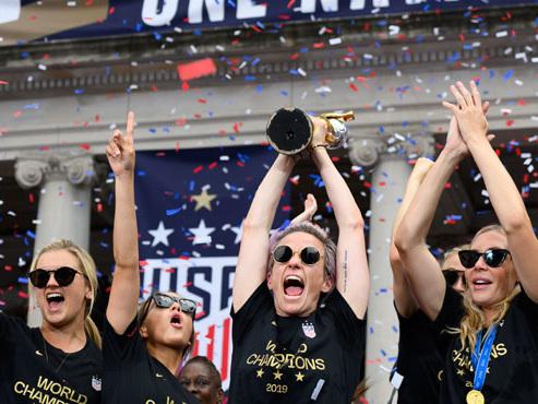 Les championnes du monde américaines de football célébrées à New York: elles refusent d'aller voir Trump