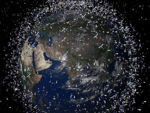 Espace: Les batteries d'un satellite américain de quatre tonnes menacent d'exploser