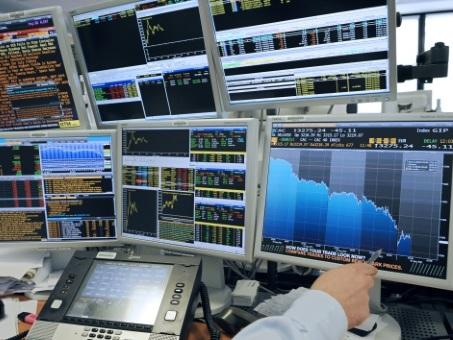 En panne d'actualités, la Bourse de Paris reflue légèrement