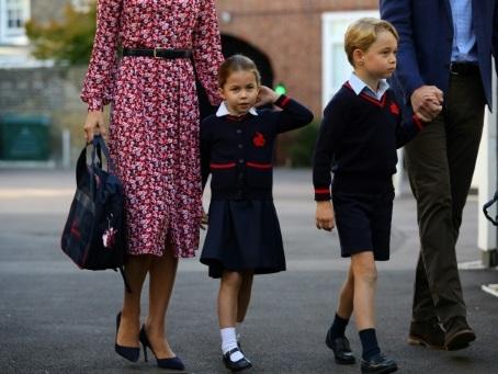 """La duchesse de Cambridge se confie sur sa """"culpabilité de maman"""" dans un podcast"""