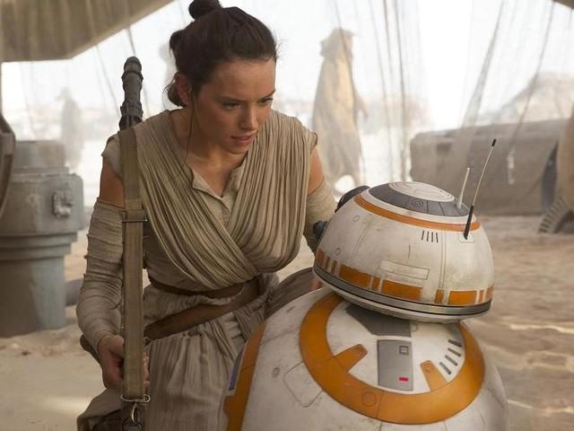 Star Wars Les Derniers Jedi : Les origines de Rey expliquent ENFIN cette scène du Réveil de la Force